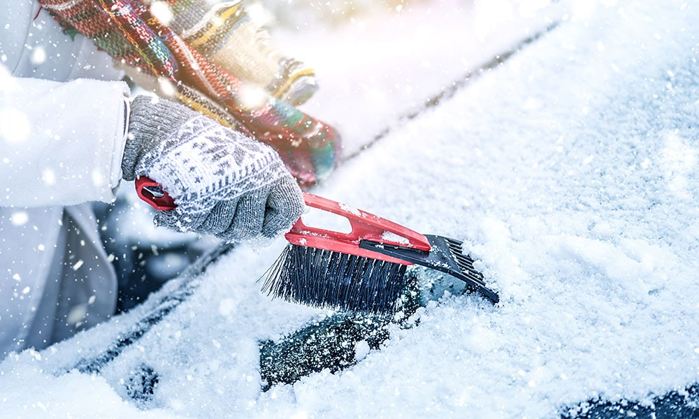 Zimowe akcesoria do samochodu odśnieżanie samochodu
