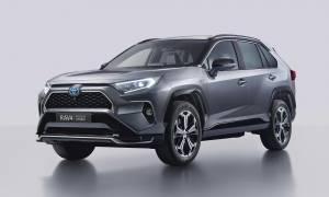 Testowy model Toyoty RAV4 szpiegowano podczas testu drogowego w Indiach. Pojawilo sie wiele spekulacji na temat premiery nowego SUV a