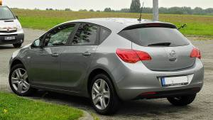 Opel Astra Design Edition J Tyl samochodu CC BY SA 3.0 DE