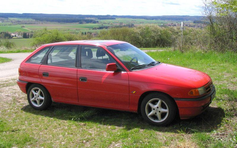 Opel Astra F CC magmarot